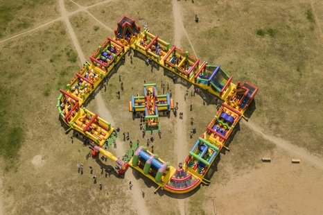 Didysis Kakės Makės batutų parkas