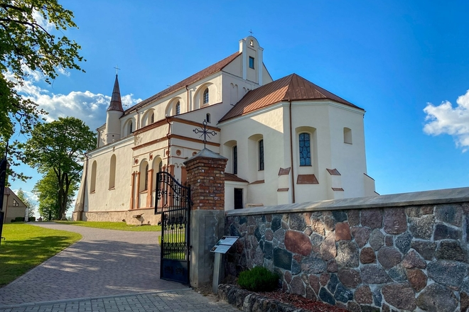 Костел Восхождения на небо Пресвятой Девы Марии в Симнасе