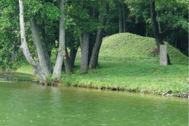 Salos piliakalnis Dauguose