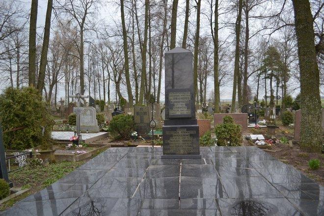 Tomo Noraus-Naruševičiaus kapas-rūsys