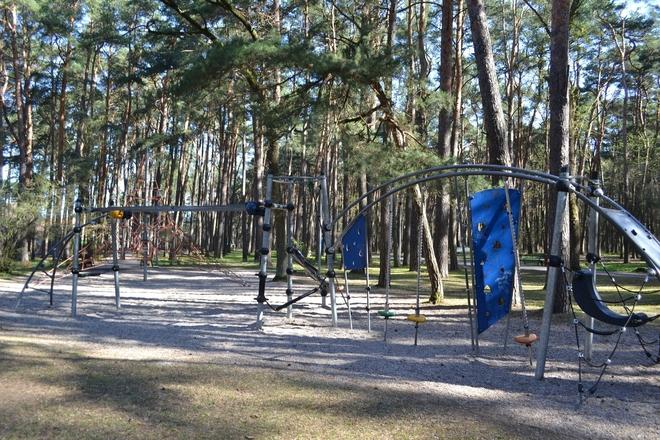 Place zabaw dla dzieci w Parku uzdrowiskowym