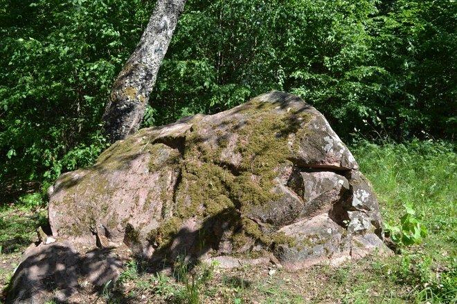 Karliškių akmuo, vadinamas Mergos akmeniu