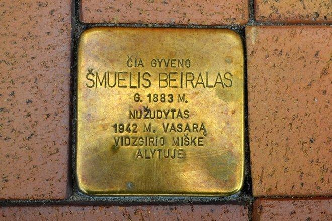 Atminimo akmuo Šmueliui Beiralui