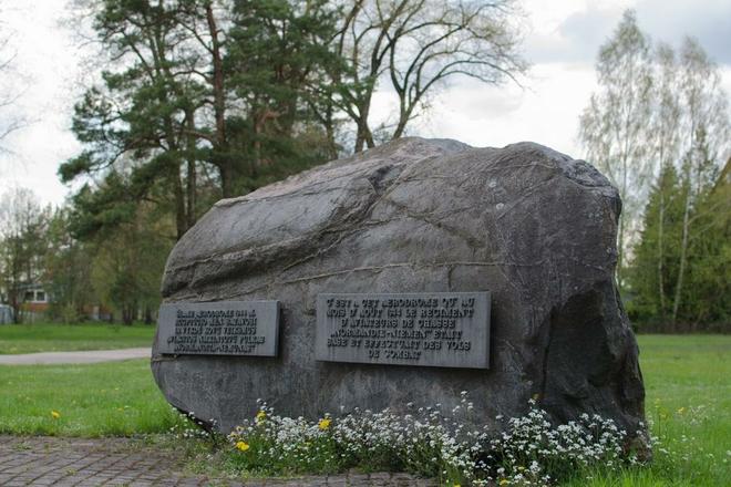 """Kamień pamiątkowy """"Normandia–Niemen"""""""