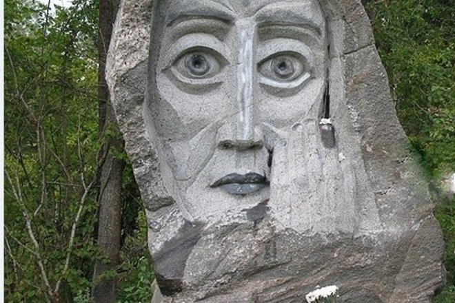 Памятник расстрелянным евреям в лесу Пошняле