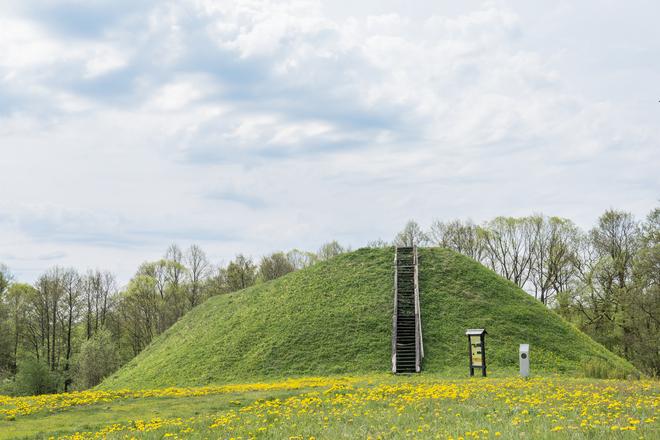 Poteronių piliakalnis
