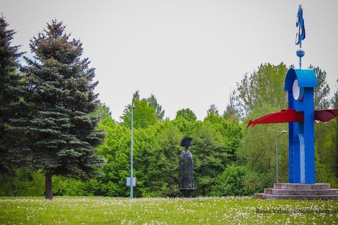 Rzeźby w Parku Młodzieży